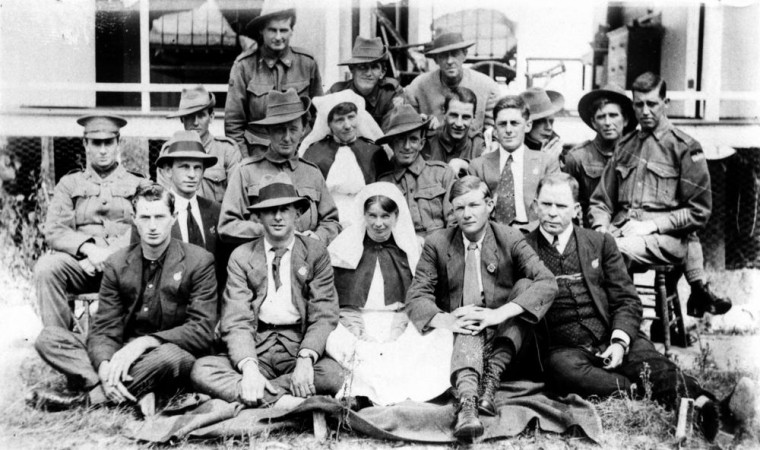 Nurses and soldiers at the Military Hospital, Stanthorpe