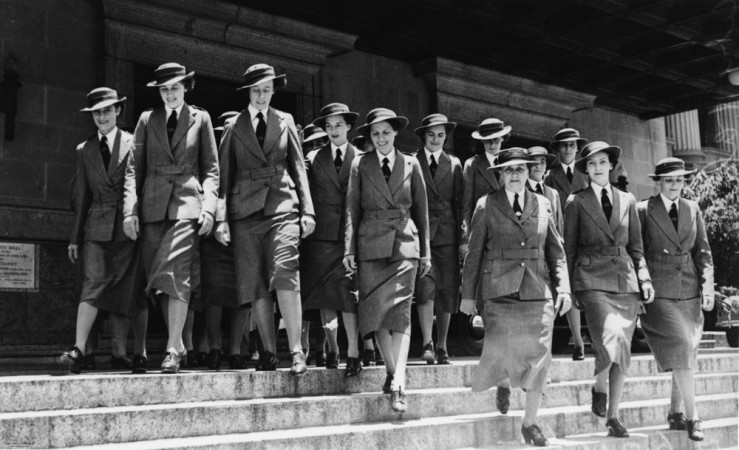Nurses of the Second A.I.F. leaving the Brisbane City Hall, 1940