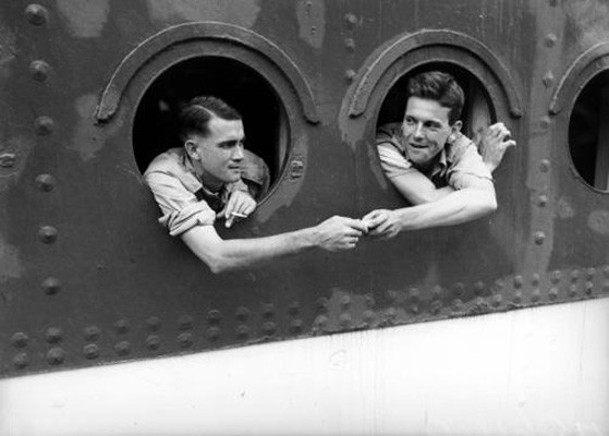 State Library of Queensland, Soldiers looking out portholes of ship returning home from overseas, 1942, negative no.195048