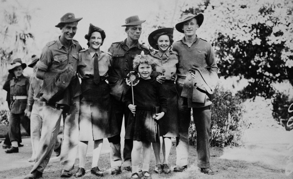 Group of soldiers, three men and two women, celebrating V.J. Day (Victory in Japan) in the Botanic Gardens, Brisbane